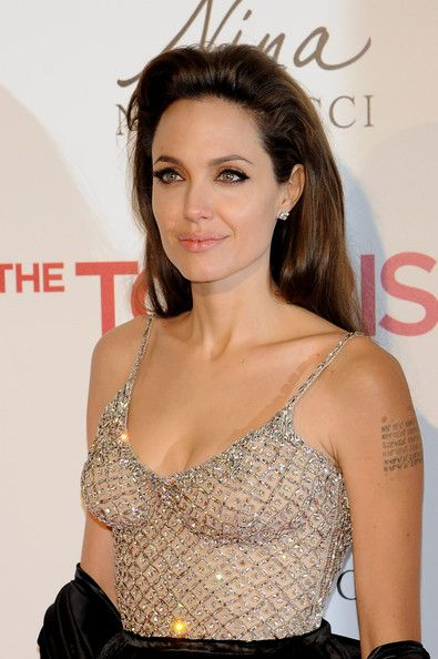 Angelina+Jolie in Angelina Jolie and Johnny Depp Attend The Tourist Madrid Premiere