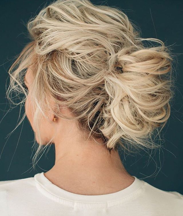 WEBSTA @ magnoliarouge - MR LOVES | Love this messy do by @hairandmakeupbysteph! Photo by @lindseyshaun, model @ashlee.annn. Perfect fmior the chic relaxed bride! #bridalbeauty #bridalhair #bride #MRloves