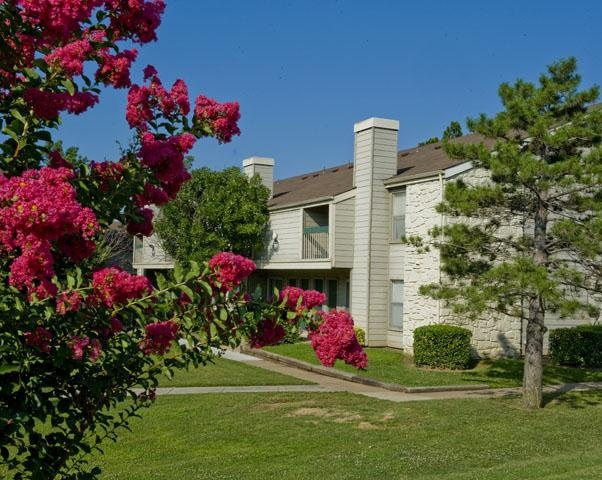 Riverpark At Kensington Apartments And Nearby Tulsa Apartments For Rent