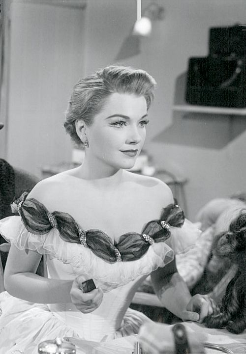"""bellecs: """""""" Anne Baxter in All About Eve (1950) """" """" Yes, Anne appears every so often here…..sigh!"""