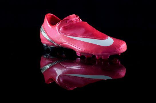 Nicklas Bendtner's pink Nike Vapors. A sight for sore eyes.