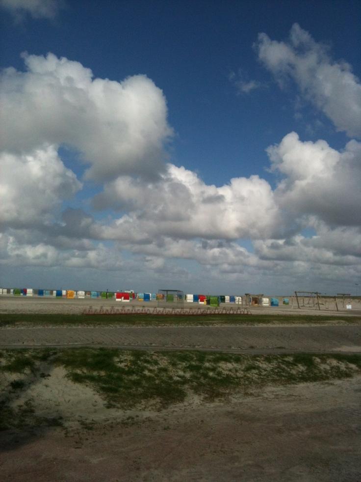 Die #Watt-Reporter campen auf dem Campingplatz in #Dornumersiel direkt am #Meer - mit Blick aufs Wasser vom Bett aus! #WattWiki