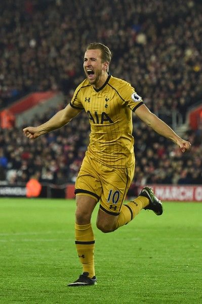 Tottenham Hotspur's English striker Harry Kane celebrates scoring their second goal during the English Premier League football match between Southampton and Tottenham Hotspur at St Mary's Stadium in Southampton, southern England on December 28, 2016. / AFP / Glyn KIRK / RESTRICTED TO EDITORIAL USE. No use with unauthorized audio, video, data, fixture lists, club/league logos or 'live' services. Online in-match use limited to 75 images, no video emulation. No use in betting, games or single…