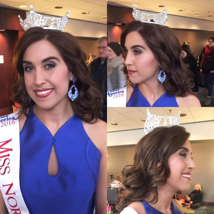 Manda Kay had the pleasure of styling Miss Northwest's hair for The Natalie M Foundation fashion show. She curled Mikaela's hair with a large wand and used a wide tooth comb to pull it into an effortless, wavy style.