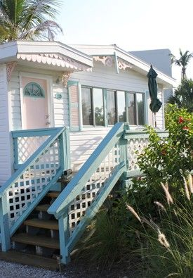 Best place to stay, restaurant and things to do on Sanibel Island on Florida's Gulf Coast. Firsthand review of top activities.