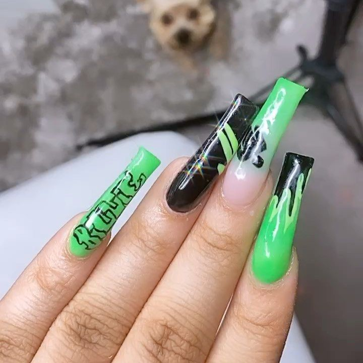 Tiptopvic On Instagram Billie Eilish Inspo Please Tag Her So She Can See And So I Can Cry Billieeil In 2020 Concert Nails Glamour Nails Pink Acrylic Nails