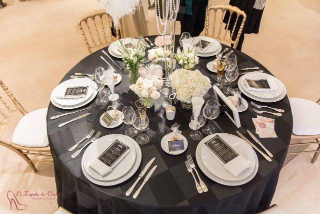 decoración de mesa de boda blanco y negro