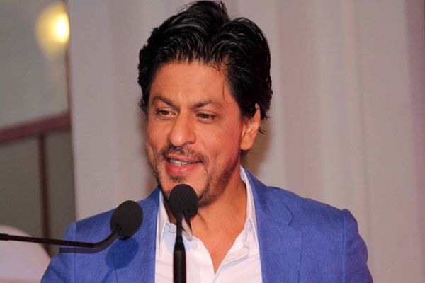 Shah Rukh Khan to romance with Sonam Kapoor http://www.bangalorewishesh.com/375-hot-buzz-gossip/36812-shah-rukh-khan-to-romance-with-sonam-kapoor.html  'Happy New Year' actor Shah Rukh Khan will be romancing with Sonam Kapoor in upcoming movie titled 'Raees' and it will be directed by Rahul Dholakia. Shah Rukh Khan has been signed with three more movies recently,