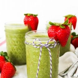 Turn your end-of-week fruits and veggies into a Kale Fruit Smoothie. - KS