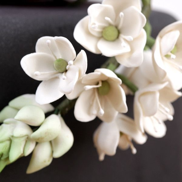 White Blossom Chincherinchee Sugarflower cake toppers perfect for cake decorating fondant cakes. | Caljavaonline.com