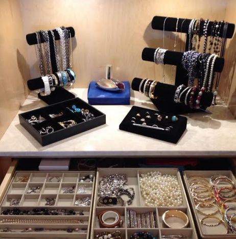Organize Your Jewelry With Black Velvet Jewelry Stands For