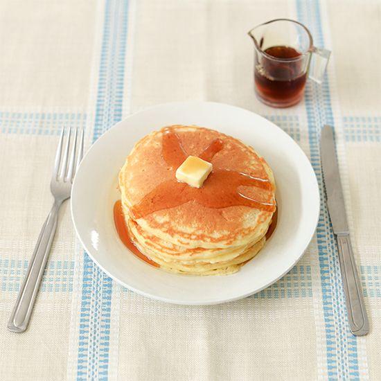 文・写真 スタッフ津田桑原奈津子さんに教わる、定番おやつレシピ。連載「料理家さんの定番おやつ」のvol.4がはじまります。今回おやつのレシピを教えてくださるのは、さまざまな書籍や雑誌、ギャラリーでの