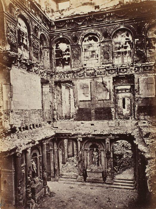 Palais des Tuileries incendié, intérieur de la salle des Maréchaux, tiré en 1872 | Photographe : Alphonse J. Liébert