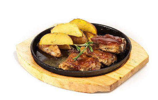 Рецепты свиных ребрышек с картошкой в духовке, секреты выбора