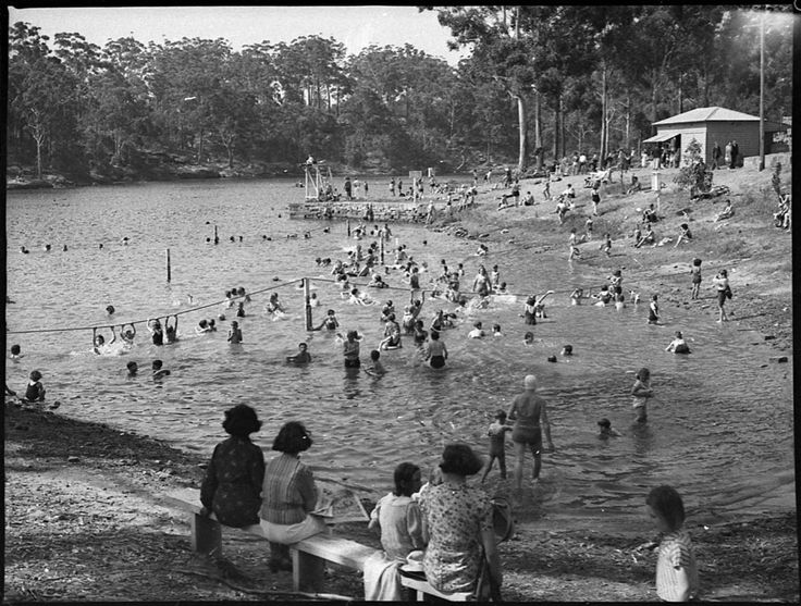swimmers at Lake Parramatta in 1938
