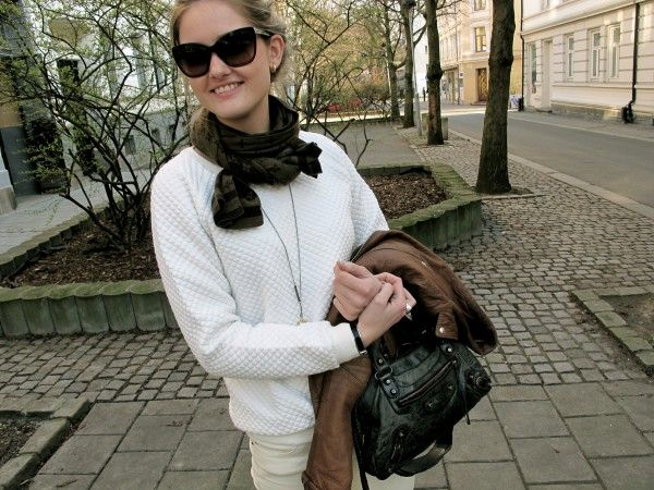 White teeth teen with a Balenciaga purse, and a Louis Vuitton scarf! http://stylescandinavia.com/