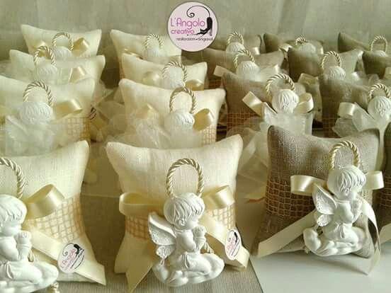 Bomboniera mini cuscino artigianale con gessetto in tema sacro per Prima Comunione