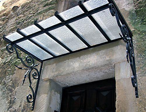 Marquises en fer forgé conçues par la ferronnerie d'art