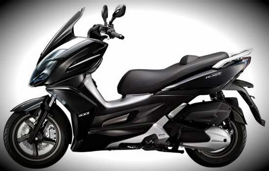Families Kymco scooters for the new year got a new name - XCITING became K-XCT. XCT 300i and XCT 125 are urban scooters with small distances    between th