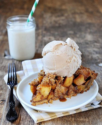caramel crumble apple pie w/ whole wheat pecan crust // looks gorgeous ...