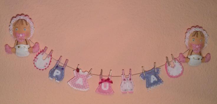 Bebé confeccionado artesanalmente en fieltro y otros materiales como tela, lazos, etc. Ideal para personalizar la habitación de tu peque, recuerda que todas nuestras creaciones son completamente personalizables. Visita nuestra web: www.pekedekor.wix.com/pekedekor