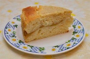 кекс с начинкой из яблочного пюре.