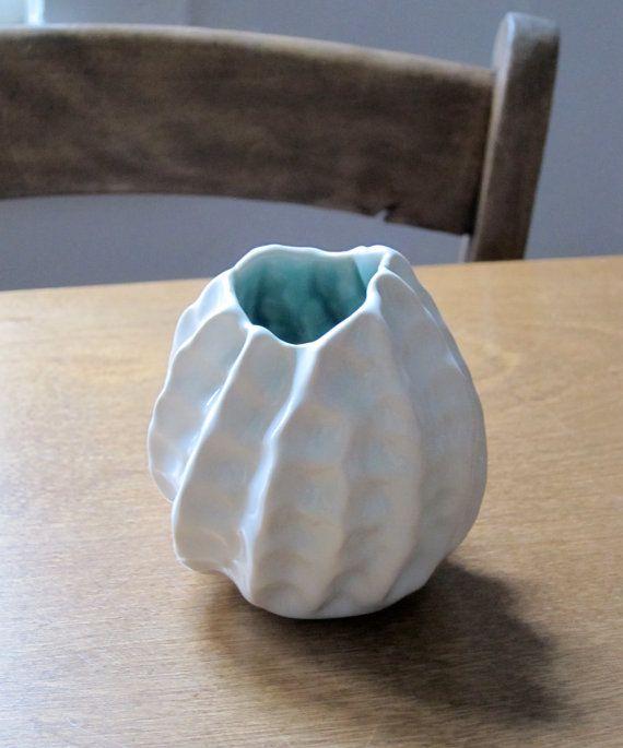 Pinch Pot Vase // Bud Vase // Barnacle Pot by AtelierPetit on Etsy