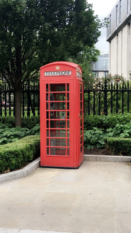Londres, Inglaterra, 2016. Típica cabina telefónica