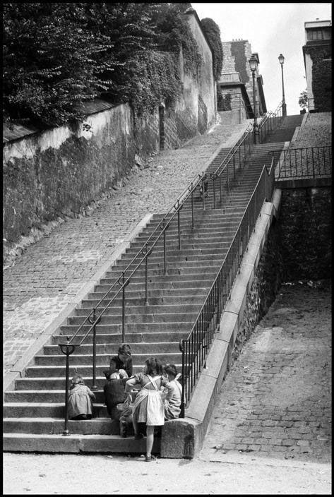 Rue du Calvaire - ©Inge Morath 1957                                                                                                                                                                                 Plus