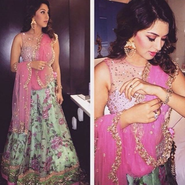 """""""HANSIKA FLORAL LEHENGA, SHOP NOW only @shoppingsession_official FABRIC: RAW SILK AND NET PRICE: 5450/- ₹ WHATSAPP: 09899043529 COD AVAILABLE ALL OVER…"""""""