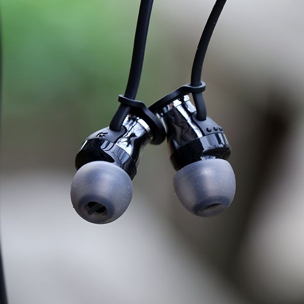 Sennheiser Momentum M2 IEi In-Ear Headset Review (iOS) - http://www.technologyx.com/digital/audio-2/sennheiser-momentum-m2-iei-in-ear-headset-review-ios/