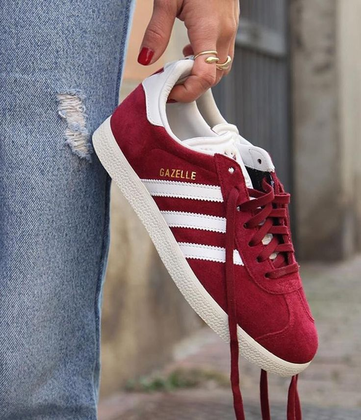 Sneakers women - Adidas Gazelle red (©officineconcept)
