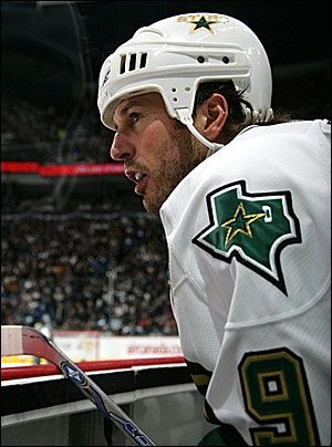 Mike Modano!! <3 My husband in another life.