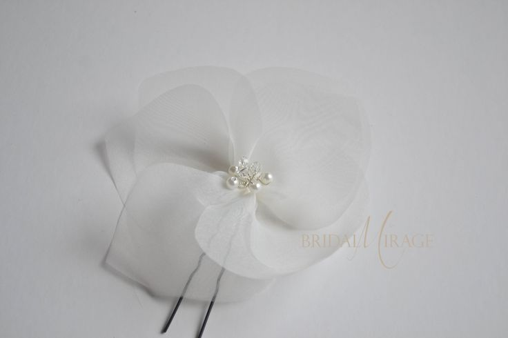 flowers in the bride's hairstyle || virág a menyasszony frizurájába
