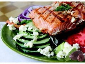 Smoked salmon and Greek salad. This article supplies a sample Mediterranean diet menu including this recipe. #weightloss http://www.bestwaytoloseweight4u.com/2012/01/free-healthy-mediterranean-diet-menus/ #Mediterranean diet