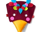 Superhero felt mask for kids. €18.15, via Etsy.