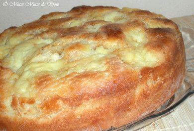 TARTE DU CH'NoRD SUC - 300 gr de farine, 100 ml de lait, 2 oeufs, 50 gr de sucre, 80 gr de beurre, 1càc de levure boulangère, 1/2 càc de sel GARNITURE 20 cl de crème fraiche 80 gr de vergeoise brune 40 gr de beurre 1 oeuf