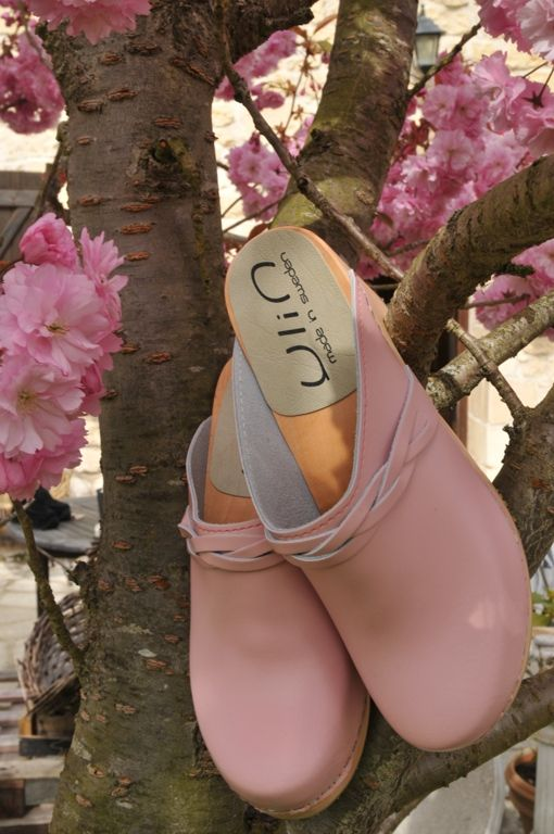 DOLLY - YLIN pink highheel swedish wooden clogs - http://www.esprit-nordique.fr/fr/sabots-suedois/546-sabots-suedois-femme-talons-hauts-bois-et-cuir-.html