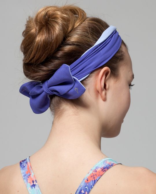 Wear bow in the front or flip to the back, keep your locks intact | Bow-tacular Headband