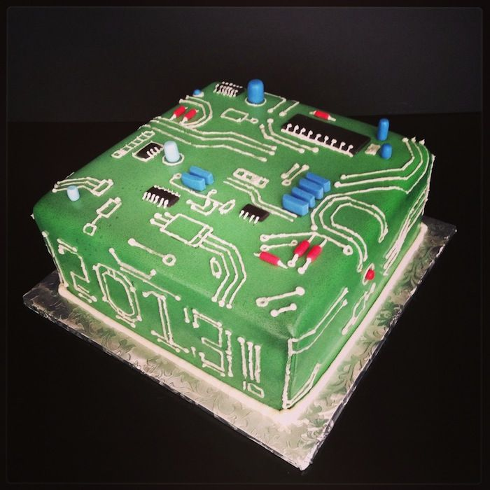 Computer cake.  View more at Suburban Fandom's Fan Cakes board http://pinterest.com/SuburbanFandom/fan-cakes/