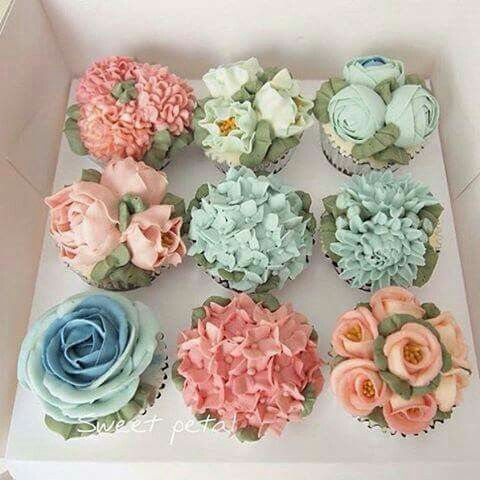 soft, spring floral cupcakes.