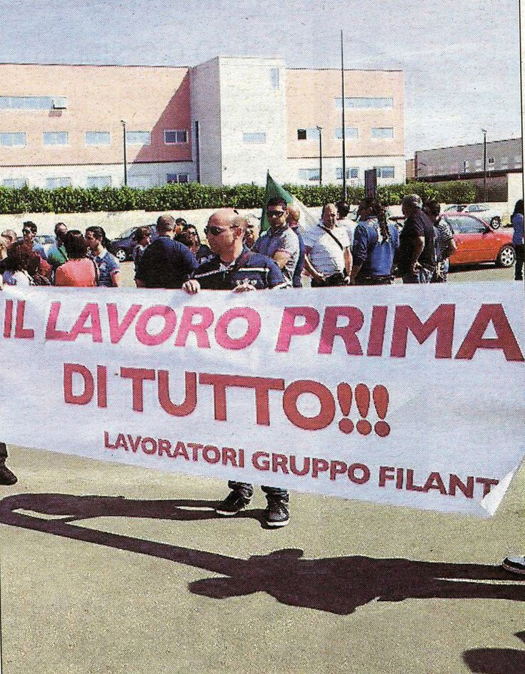 Prima di entrare nel merito dell'inquietante Jobs Act e della deregolamentazione del mercato del lavoro, per capire meglio da che parte sta veramente Matteo Renzi con il suo governo, mi sembra oppo...