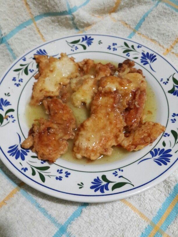Pollo con salsa de limón. Comida cantonesa.