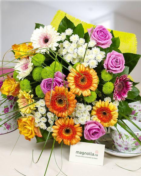 Colorful flower bouquet. Buchet mix din flori colorate