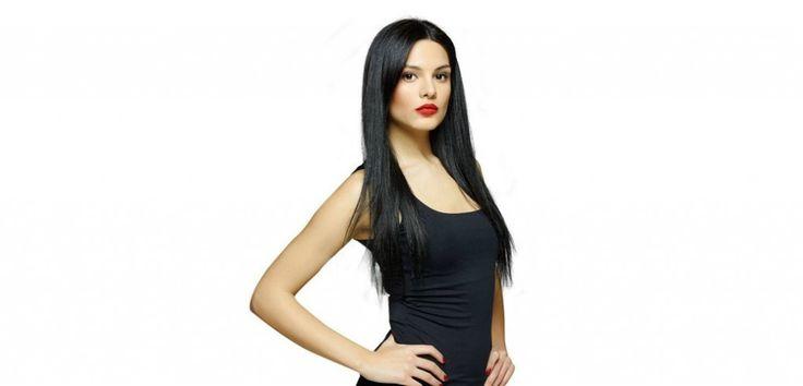 Almeda AbaziHayatı / Biyografisi / Yaşı / Kilosu / Nereli ? 1992'de Tiran'da doğan Almeda Abazi, Miss Tirana (Tiran Güzeli) ve Miss Albania (Arnavutluk Güzeli) yarışmalarında elde ettiği birinciliklerle dikkatleri üzerine çekmesinin ardından 2008 yılında düzenlenen uluslararası Miss Globe Güzellik Yarışmasını da kazanmış ve Kâinat Güzeli olarak ünlenmiştir. İstanbul Aydın Üniversitesi Bilim ve Sanat Akademisinde oyunculuk dersleri alan Survivor All Star yarışmacısı eğitimine Sakarya ...