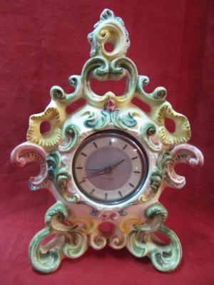 """Relógio da década de 50 """"Westclox"""" envolto por moldura em porcelana. Uma peça maravilhosa para deixar sua casa mais bonita."""