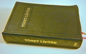 Car Nicobarese Bible / TOHET LIPORE / Hotreh ane inre tufomngore kinlekngo I RO AN PU / Car is the most widely spoken of the Nicobarese languages spoken in the Nicobar Islands of India