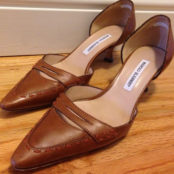 """Manolo Blahnik low heel sling back Gorgeous, beautiful authentic Manolo Blahnik vintage heels. GENTLY USED perfect for work! Pointed toe. Cream leather lining. 2"""" heel. made in Italy. Manolo Blahnik Shoes"""