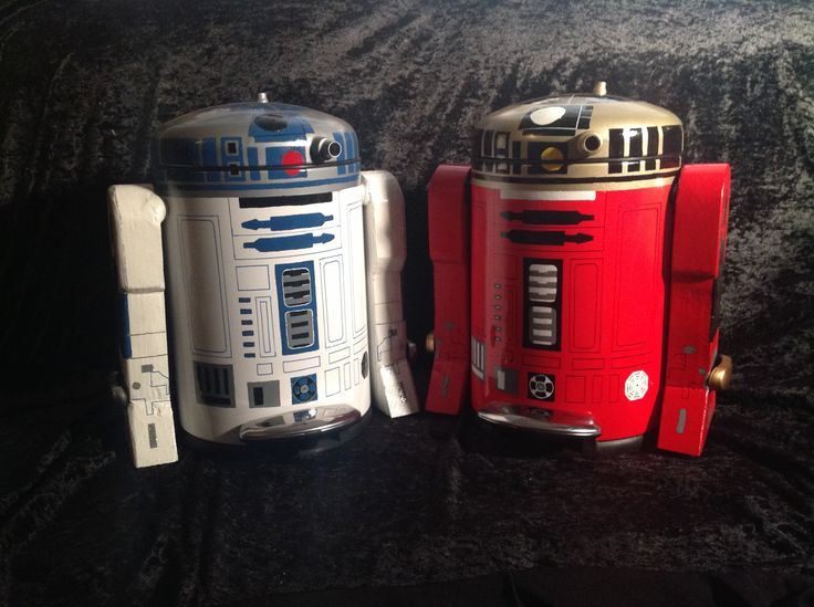 r2d2 & r2r9 created out of garbage cans.