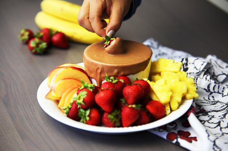 Tänk dig en krämig dipp med smak av mjölkchoklad, nougat och nutella. Det är precis så den här dippsåsen smakar. Servera med färsk frukt och kex, det kommer inte bli något över.